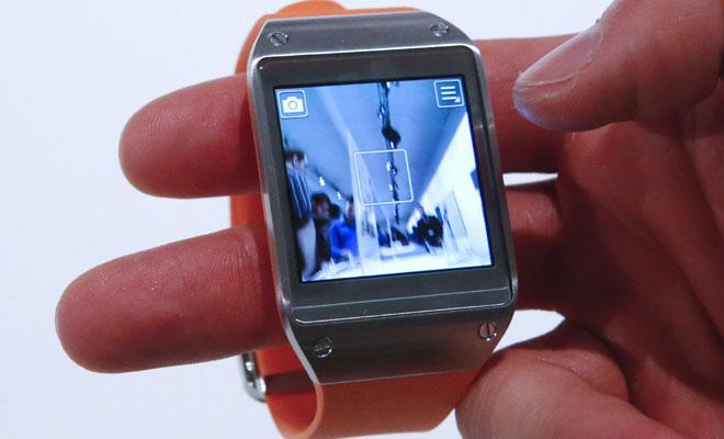 Hacer peores fotos con el reloj pudiendo hacerlas mejor con el móvil, la nueva moda.